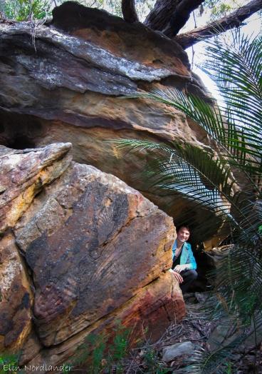 Håkan is hiding underneath some cool rocks.